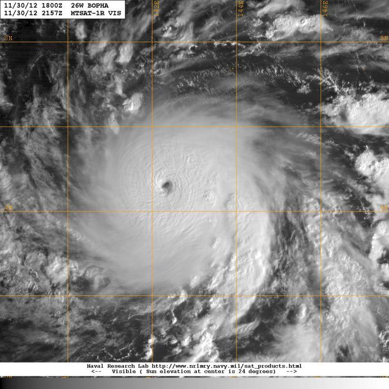 Imagem de satélite mostra o tufão Bopha 3 de dezembro de 2012